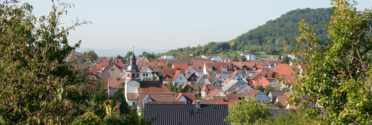 Blick auf den Ort vom Gebiet Berg aus