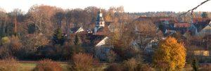 Slider Blick auf Ort im Herbst